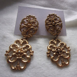 vintage door knocker earrings vintage Avon pierced